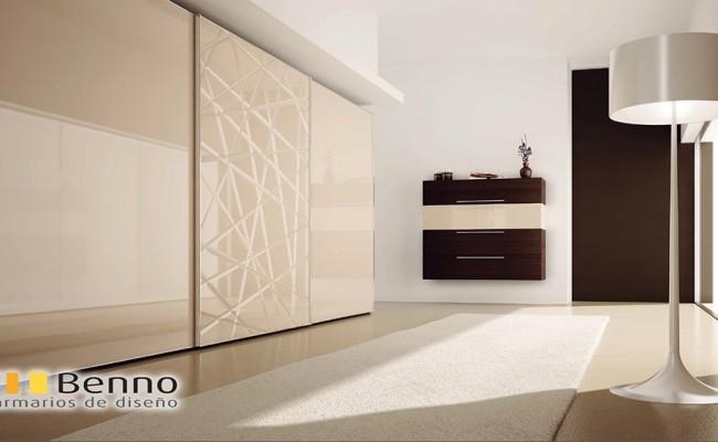 Serie Milenium 130 – Perfil Plata Dos Paneles lacados blancos alto brillo