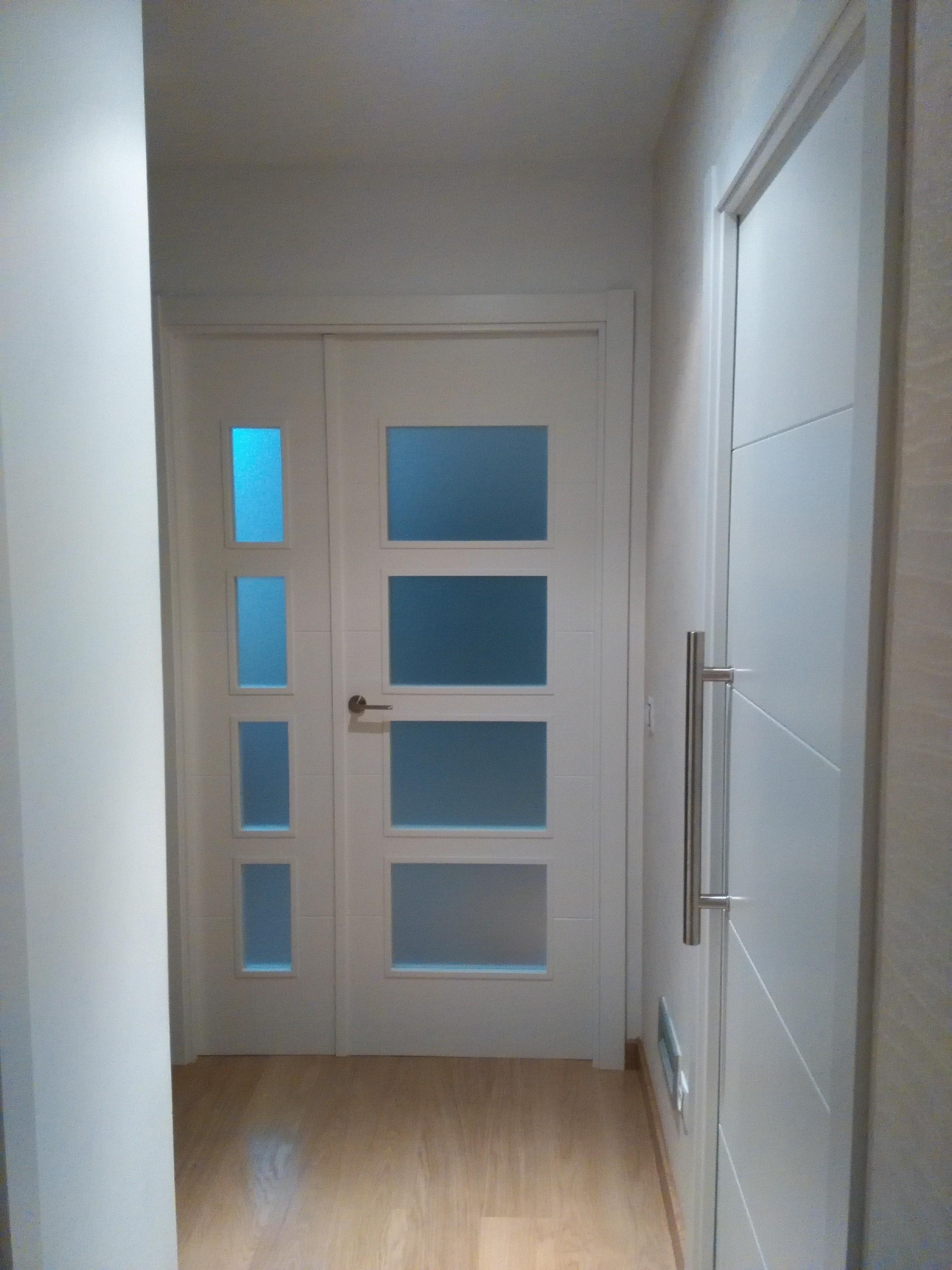 Puertas pintura papel pintado y ampliaci n cocina en for Papel pintado puertas